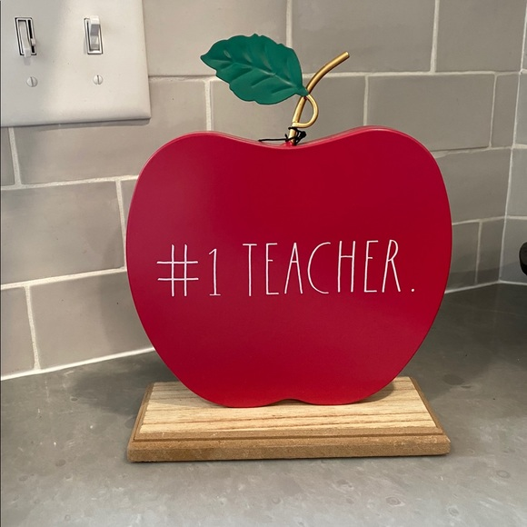 RAE DUNN #1 Teacher Metal Apple